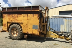 Right tipping trailer